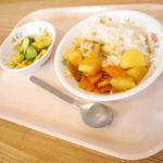 カレーライス Curry riceとコーンサラダ Corn salad